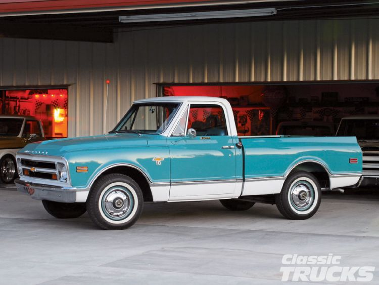 0702clt_01_o+1968_chevy_c10_pickup_truck+vintage_cruiser